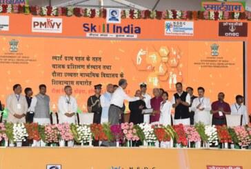 राष्ट्रपति ने स्मार्टग्राम  के तहत धौला गांव में चालक प्रशिक्षण संस्थान और माध्यमिक विद्यालय की आधारशिला रखी