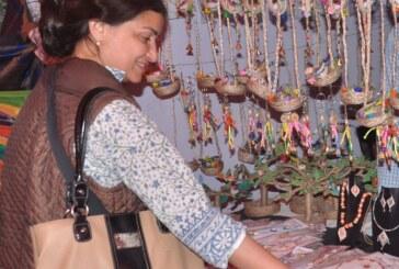 बिहार उत्सव में जूट से बना सामान लोगों को कर रहा अकर्षित